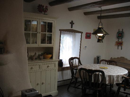 Casa Europa Inn and Gallery: dining room