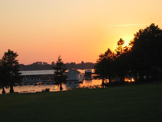 Lake Blackshear Resort and Golf Club: Sunset - from the pool