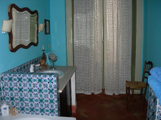 Palazzo Filangeri: Very nice bathroom