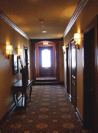 The Port Hotel Restaurant and Inn: The hallway