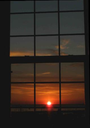 The Port Hotel Restaurant and Inn: Sunrise from the bed