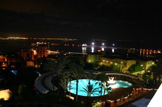 GPRO Valparaiso Palace & SPA: City from hotel night time