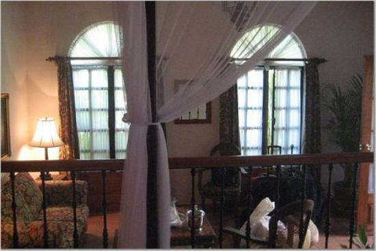Todos Santos Inn: view of the bed from the sitting room