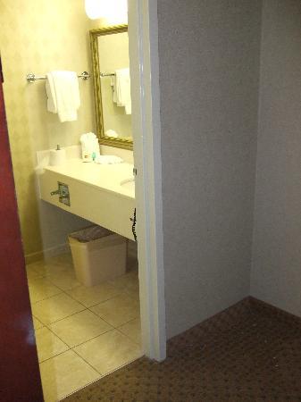 Best Western Plus Rockville Hotel & Suites: Bathroom