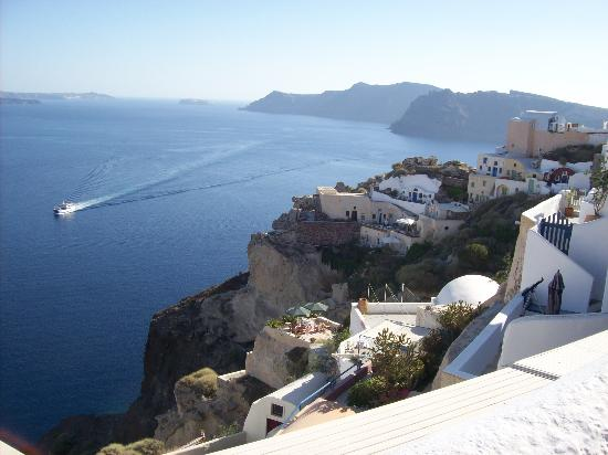 Zorzis Hotel: View from the town of Oia
