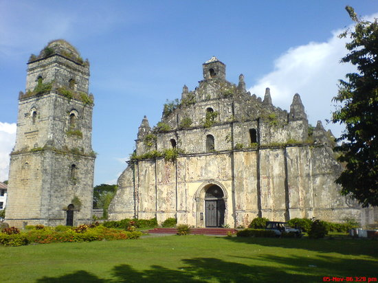 Laoag, Filippinerna: Paoay church/unesco site