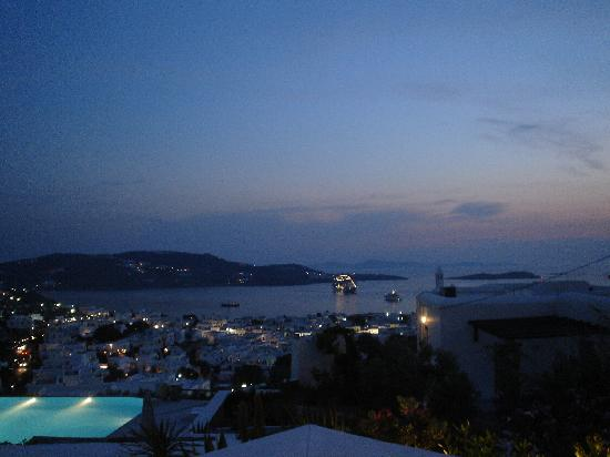 Vencia Hotel: Sea View at night