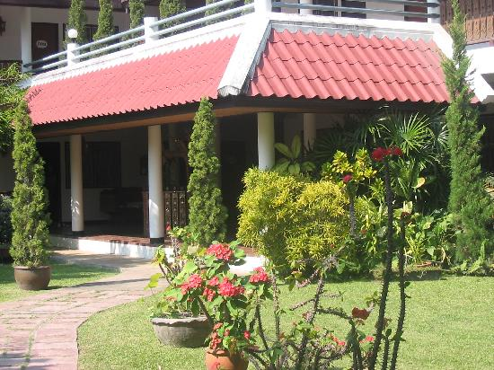 Baan Kaew Guesthouse: Main building with guest rooms