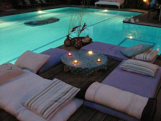 Oyster Residences : Evening by the pool