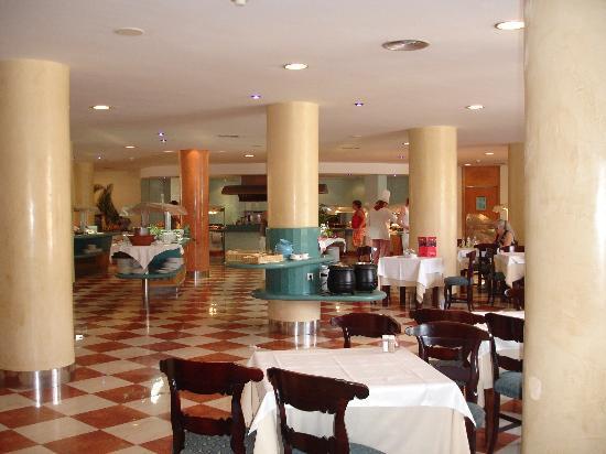 Barcelo Ponent Playa: Dining Room