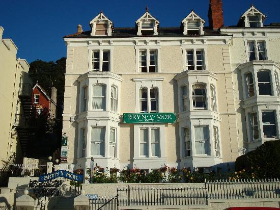 Bryn-Y-Mor Hotel: Front of hotel