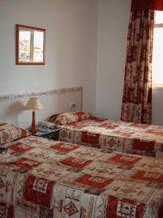 camera da letto (purtroppo mancano i letti matrimoniali ...