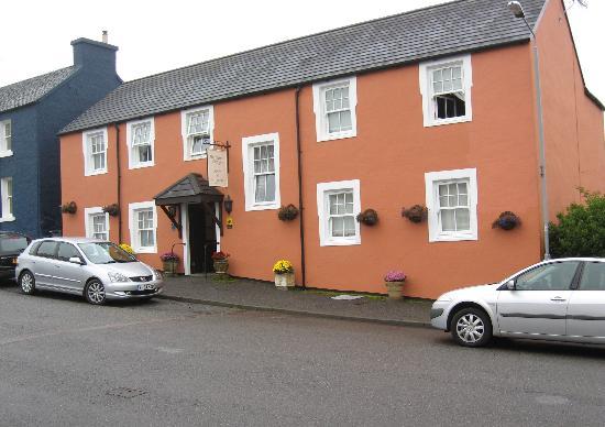 Highland Cottage: Guest parking on street