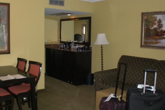 Embassy Suites by Hilton Fort Lauderdale 17th Street: Living area, when you first walk in