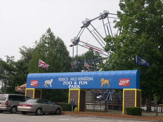York's Wild Kingdom Zoo and Fun Park: Entrance to York's Wild Kingdom.
