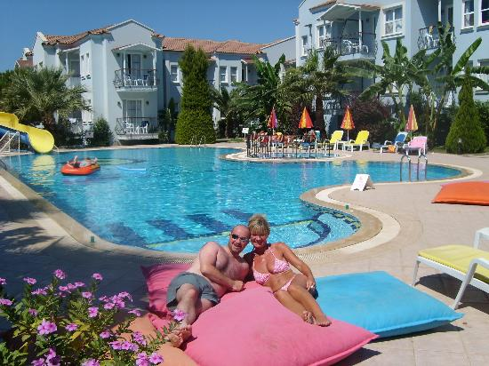 Blue Pearl Hotel & Apartments: Enjoying the lovely pool