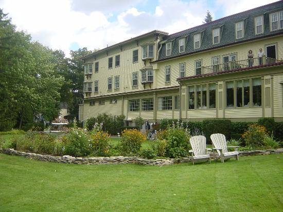 Stafford's Bay View Inn: rear view of inn
