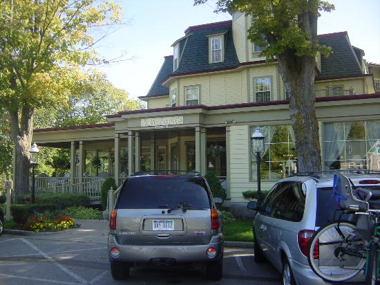 Stafford's Bay View Inn: front of inn