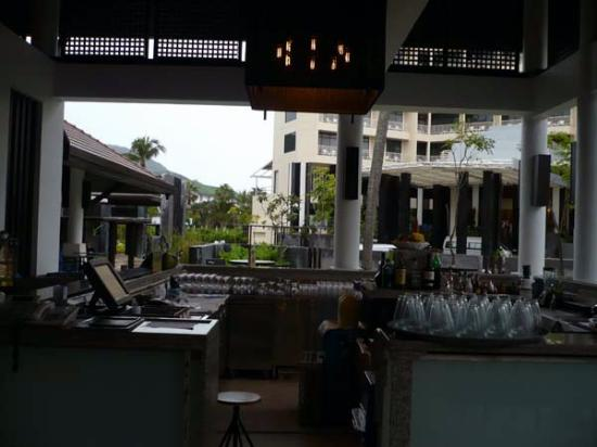 ‪‪Centara Karon Resort Phuket‬: Bar at Happy Hour‬