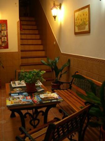entrance hall hostal canalejas
