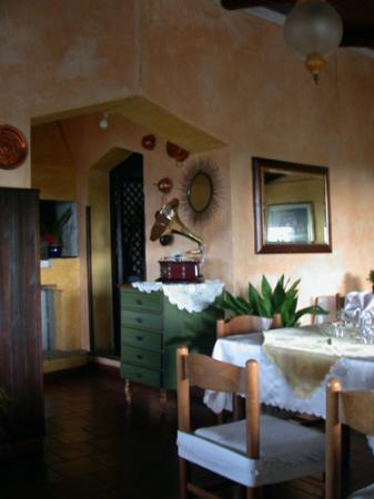 Angelo & Arcangela: Dining room