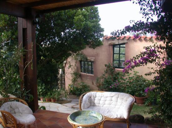 Angelo & Arcangela: Lounge outside