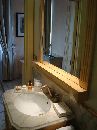 Luxury Manfredi Apartments: bath