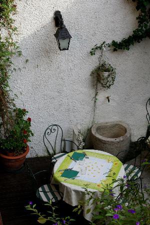 Hotel San Filis: il cortile dalla nostra finestra!