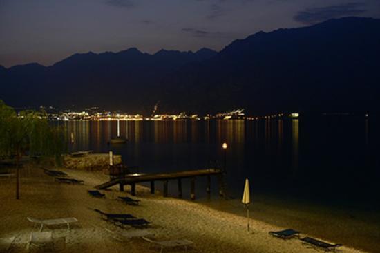 Hotel Villa Monica: Blick vom Hotel-SüdWest--Nacht