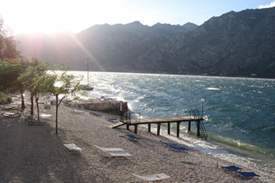 Hotel Villa Monica: Blick vom Hotel-SüdWest--Tag