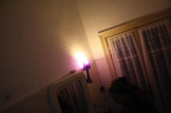 Hotel Medea: Bathroom Ambiance