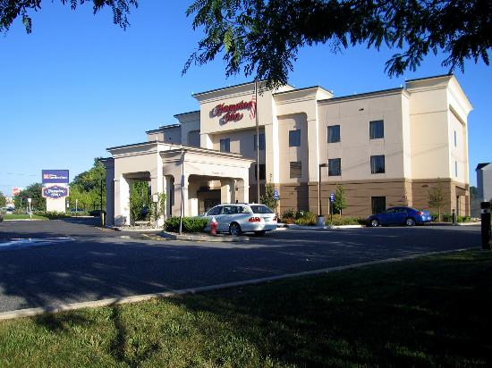 Hampton Inn Nanuet: Hotel Exterior Early Morning