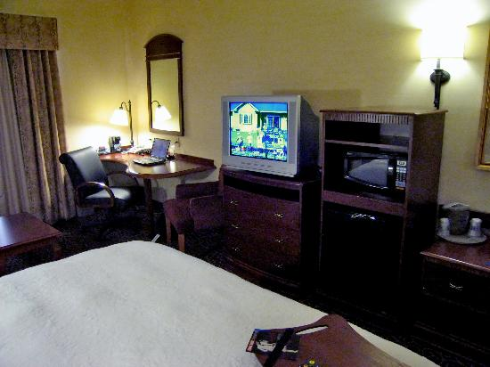 Hampton Inn Nanuet : Room 108 TV, microwave, fridge and work area