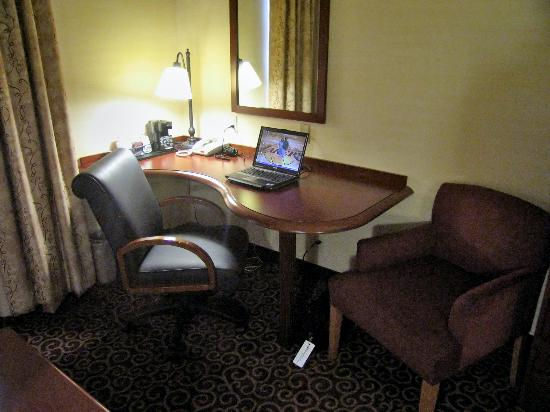 Hampton Inn Nanuet : Room 108 Work area with large desk and free HS internet