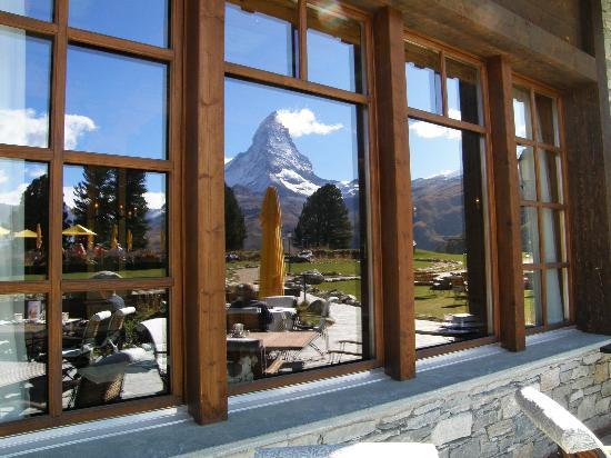 Riffelalp Resort 2222 m: reflection in hotel window the matterhorn