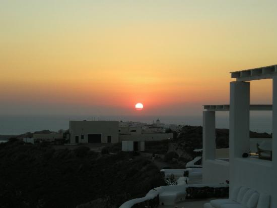 Hotel Atlantida Villas: Sunset view from our balcony
