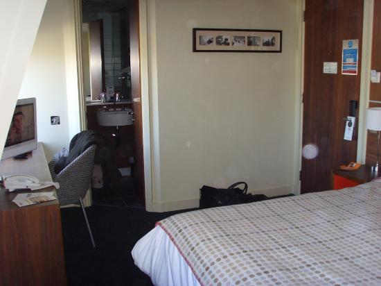 The Wesley Hotel & Conference Venue: Decent amount of room