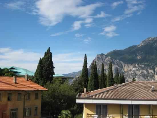 Albergo Caminetto: looking south to the lake from room