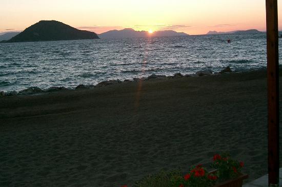 Sunny Garden Ayvan: sunset