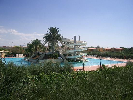 Torre Macauda : la piscine de la résidence
