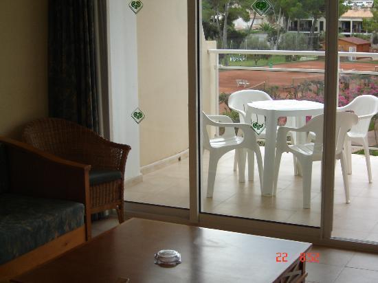 Protur Floriana Resort: View from the bedroom towards the balcony