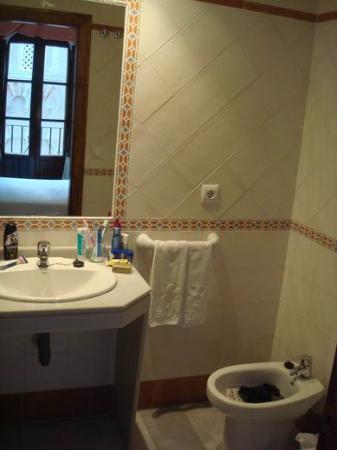 Hotel Mezquita : bathroom