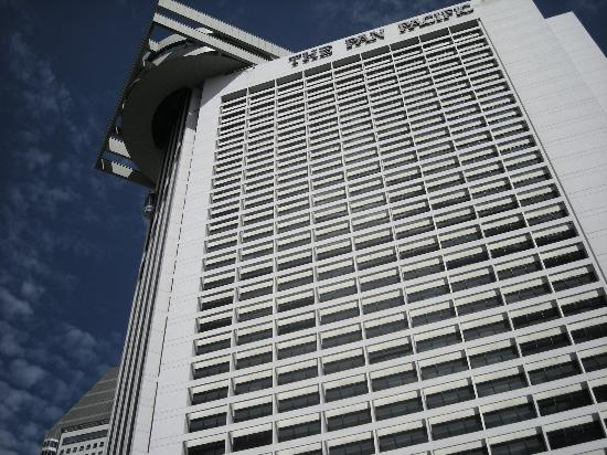 Pan Pacific Singapore: The hotel and outside lifts