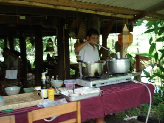 Baan Hom Samunphrai: cuisine dehors à la thai