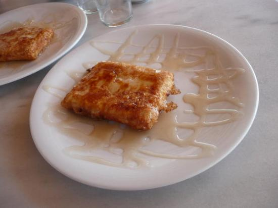 Vencia Hotel: Feta cheese + fried in philo dough + drenched in honey = mmmm.