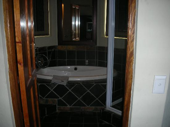 Whalesong Hotel & Spa: Bathroom
