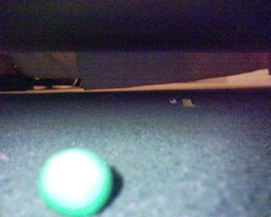 Hotel Printania Porte de Versailles: Boule de chewing-gum et autres... sous le lit