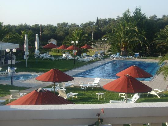 Rebecca's Village Hotel Apartments : Pool area