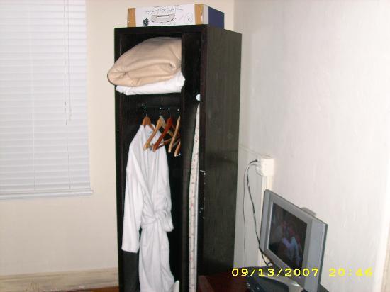 South Beach Villas: The TV and Closet