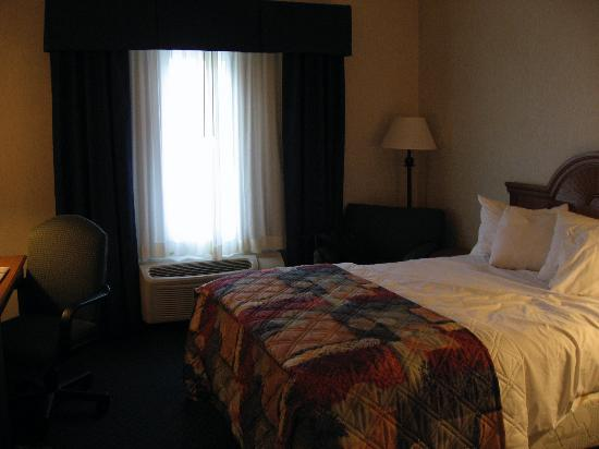 Holiday Inn Express Cherokee/Casino: Holiday Inn Express Cherokee - Basic bedroom